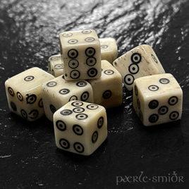 Spielwürfel aus Knochen